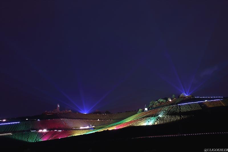 Weinstadt Beutelsbach - Kultur trifft Natur beim diesjährigen leuchtenden Weinberg 2015 ! zum Abschluss gab es eiin schönes Feuerwerk das die Besucher in Staunen versetzte.